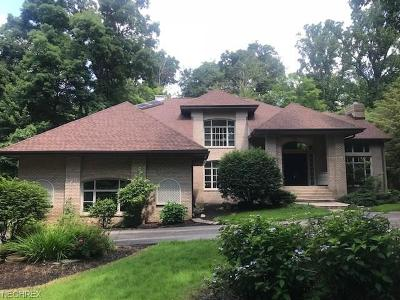 Geauga County Single Family Home For Sale: 7500 Muirwood Ct