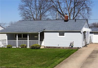 Brook Park Single Family Home For Sale: 6511 Sandfield Dr