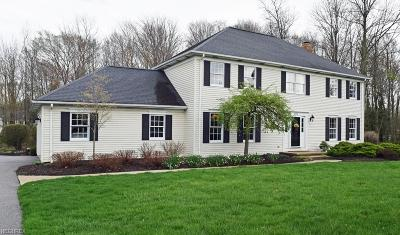 South Russell Single Family Home For Sale: 105 Dorset Dr