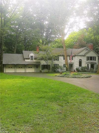 Youngstown Single Family Home For Sale: 922 Ravine Dr