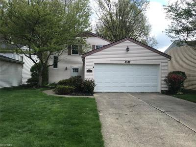 Olmsted Falls Single Family Home For Sale: 8887 Summerset Ln #116