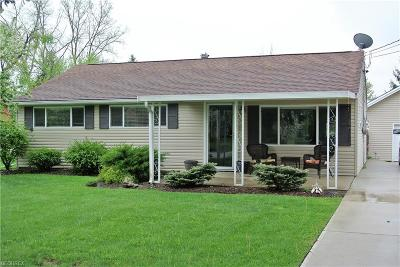 Twinsburg Single Family Home For Sale: 1922 Edgewood Dr