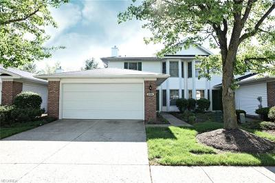 Strongsville Single Family Home For Sale: 18168 Woodside Xing North