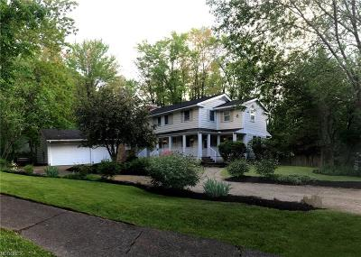 Chagrin Falls Single Family Home For Sale: 35 Hastings Ln #400