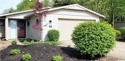 Strongsville Single Family Home For Sale: 11029 Southwind Ct