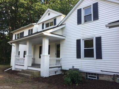Geauga County Single Family Home For Sale: 7981 Kinsman Rd