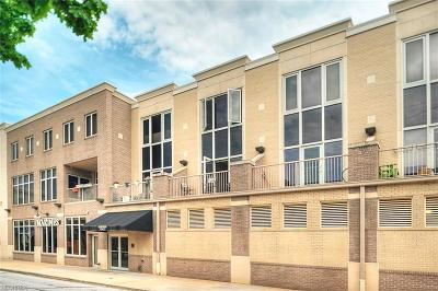 Lakewood Condo/Townhouse For Sale: 1411 Rosewood Ave #8