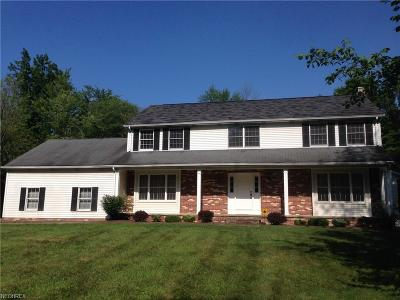 Geauga County Single Family Home For Sale: 14765 Sleepy Hollow Dr