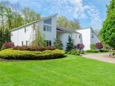 Solon Single Family Home For Sale: 37560 Delamere Ct