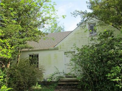 Chagrin Falls Single Family Home For Sale: 28450 Pike Dr