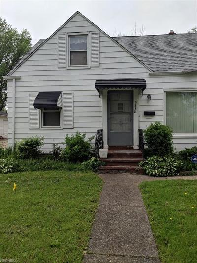 Cleveland Single Family Home For Sale: 3832 East 186th St
