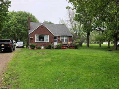 Ashtabula County Single Family Home For Sale: 1476 Lake Rd