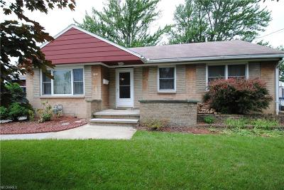 Elyria Single Family Home For Sale: 230 White Oak Dr
