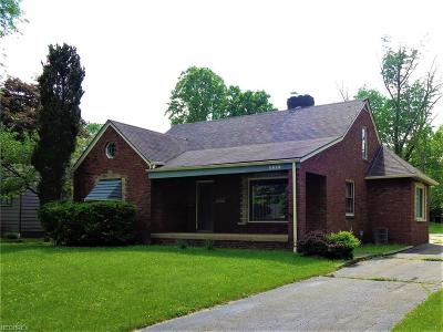 Youngstown Single Family Home For Sale: 4628 Simon Rd