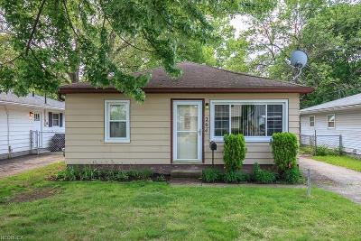 Eastlake Single Family Home For Sale: 264 Plymouth Rd