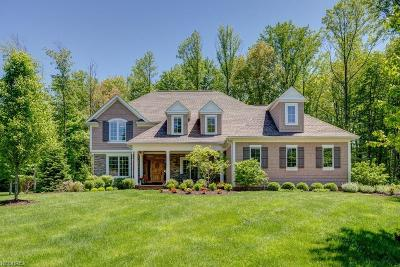 Chagrin Falls Single Family Home For Sale: 7480 Faraway Trl