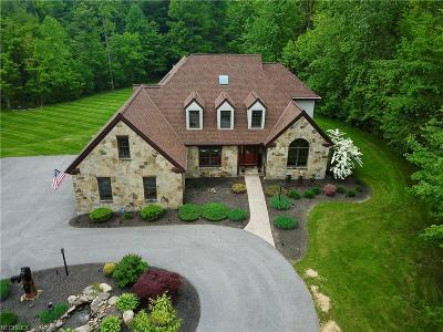Chardon Single Family Home For Sale: 11825 Pinehurst Dr