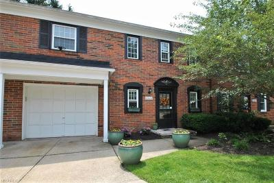 Chagrin Falls Condo/Townhouse For Sale: 8589 Tanglewood Trl