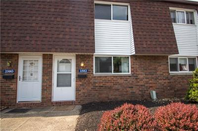 Avon Condo/Townhouse For Sale: 2582 Shakespeare Ln