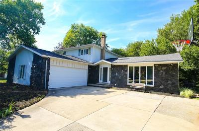 Broadview Heights Single Family Home For Sale: 8328 Glen Oak Dr
