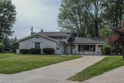 North Olmsted Single Family Home For Sale: 3876 Winton Park Dr