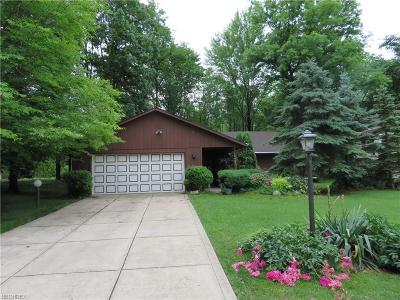 Strongsville Single Family Home For Sale: 14461 Hartford Trl