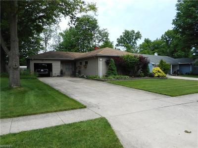 Parma Heights Single Family Home For Sale: 6374 Nelwood Rd