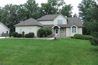 Mentor Single Family Home For Sale: 7642 Debonaire Dr