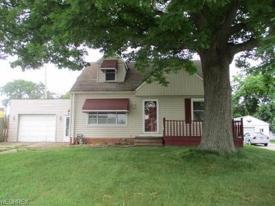 Garfield Heights Single Family Home For Sale: 12009 Shady Oak Blvd