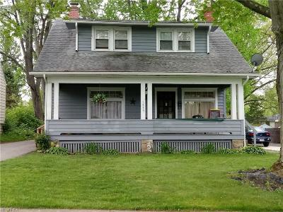 Youngstown Single Family Home For Sale: 1955 Medford Ave