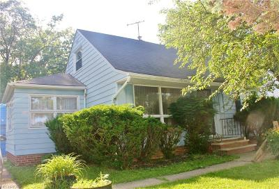 Garfield Heights Single Family Home For Sale: 5220 Hy Ct
