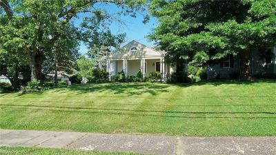 Zanesville Single Family Home For Sale: 2739 Dresden Rd