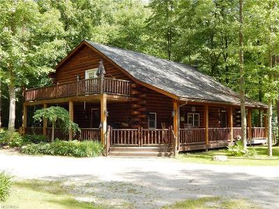 Geauga County Single Family Home For Sale: 7090 Country Ln