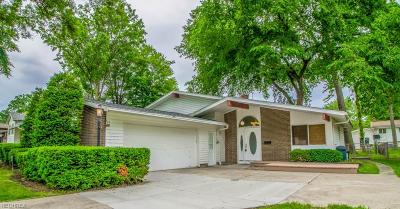 North Olmsted Single Family Home For Sale: 23933 Delmere Dr