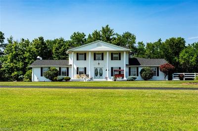 Valley City Single Family Home For Sale: 5787 Sleepy Hollow Rd