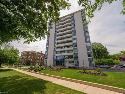 Lakewood Condo/Townhouse For Sale: 11811 Lake Ave #906