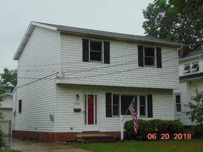 Lake County Single Family Home For Sale: 30317 Thomas St