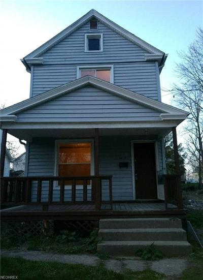 Youngstown Single Family Home For Sale: 1596 1st St