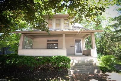 Youngstown Single Family Home For Sale: 322 Shields Rd
