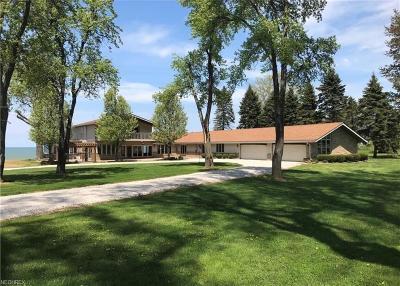 Ashtabula County Single Family Home For Sale: 1274 Lake Rd
