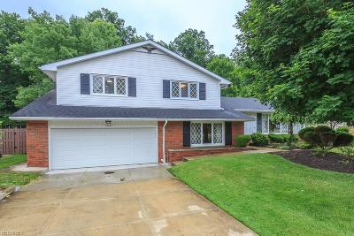 Mayfield Heights Single Family Home For Sale: 1621 Windsor Dr