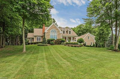 Geauga County Single Family Home For Sale: 17550 Stockton Ln