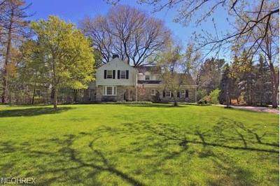 Cuyahoga County Single Family Home For Sale: 25110 Community Dr