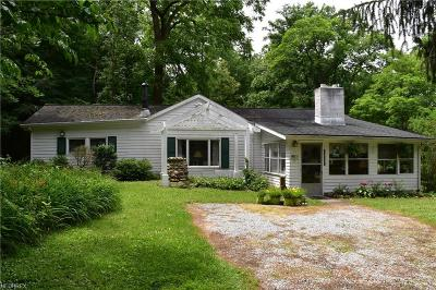 Geauga County Single Family Home For Sale: 10223 Mitchells Mill Rd