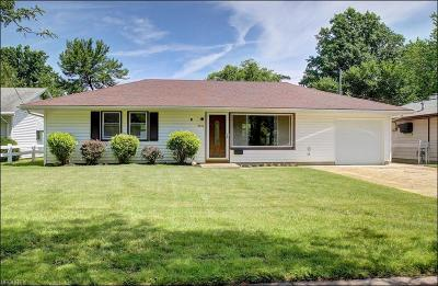 Parma Heights Single Family Home For Sale: 9776 West Ridgewood Dr