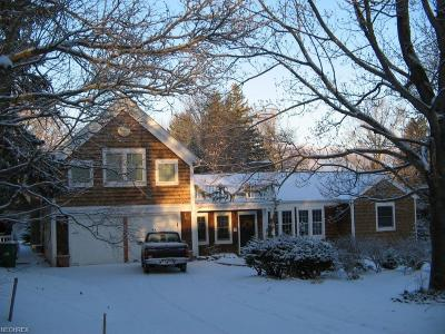 Chagrin Falls Single Family Home For Sale: 23 Paw Paw Lake Dr East