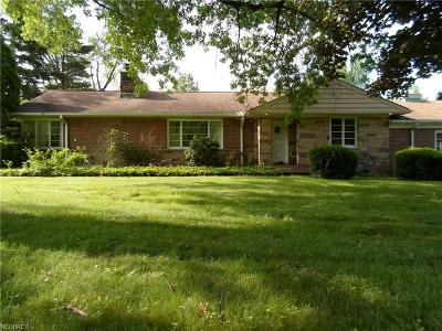 Moreland Hills Single Family Home For Sale: 115 North Strawberry Ln