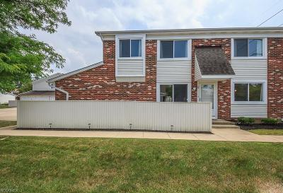 Willoughby Condo/Townhouse For Sale: 5510 Wildwood Ct #B