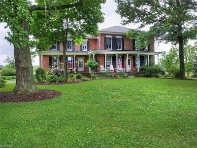 Chagrin Falls Single Family Home For Sale: 15571 Hemlock Rd