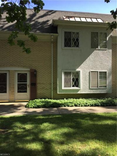 Mentor Condo/Townhouse For Sale: 8210 Deepwood Blvd #11-5